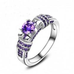 Alianzas con piedra de color purpura