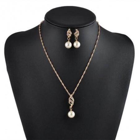 Conjunto de collar y pendientes de perlas y cristal