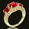 Anillo chapado en oro con piedras rojas - Talla 12