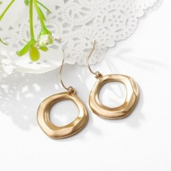 Pendientes dorados de mujer