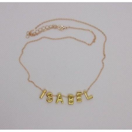 Collar con las letras del nombre Isabel