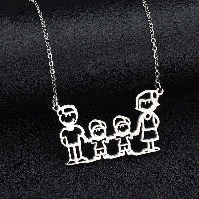 Collar chapado en plata con figura de familia