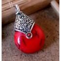 Colgante con piedra simil turquesa roja