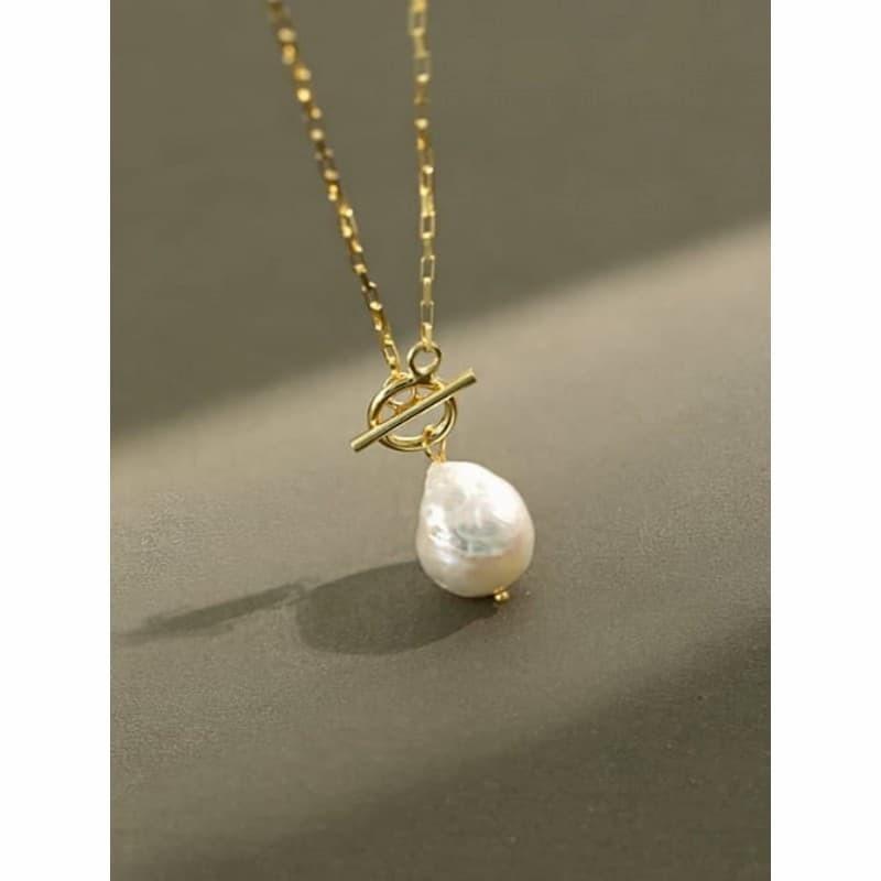 Gargantilla de plata fina de una perla grande