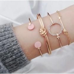 Set de pulseras doradas