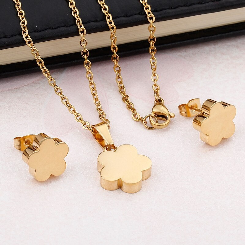 Conjunto collar y pendientes chapados oro 18k