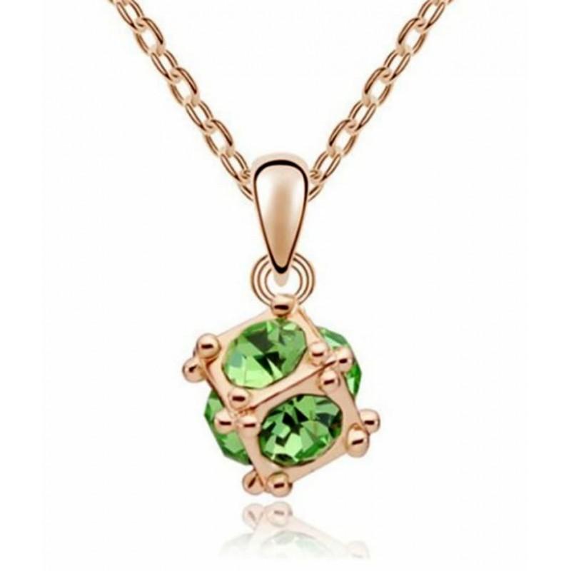 Collar de mujer con piedra verde redonda