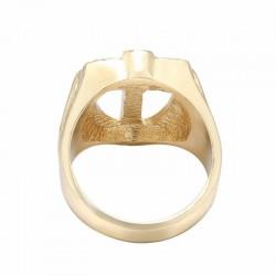 anillo grande de hombres cristianos