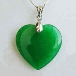 Collar con colgante de jade