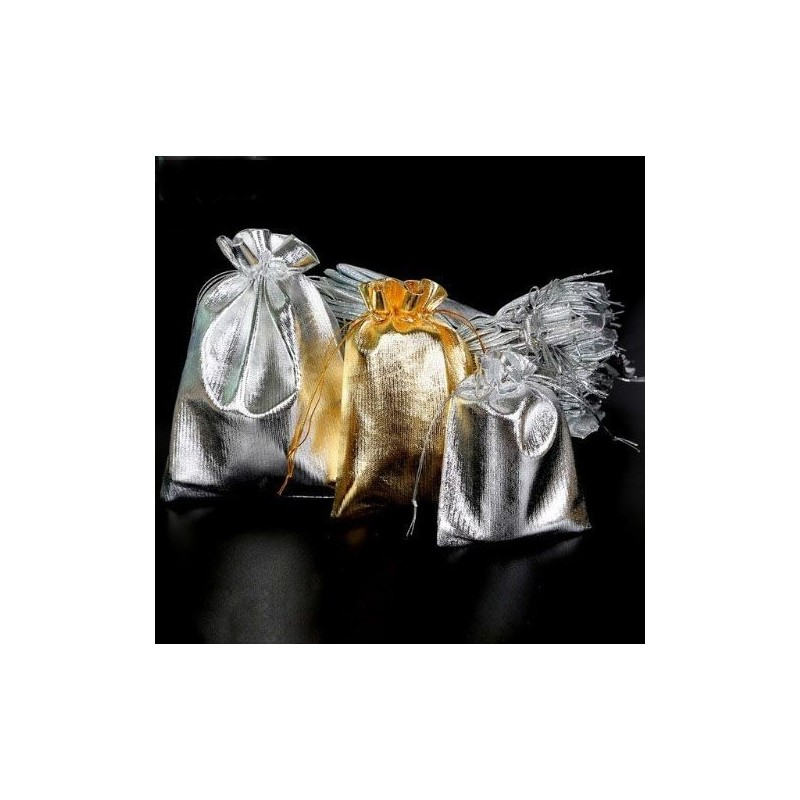 Bolsas de regalos doradas y plateadas