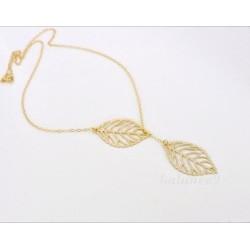 Collar con dos hojas doradas
