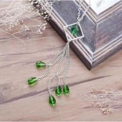 Collar de mujer con borla y piedras verdes