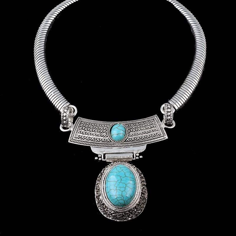 Collar vintage con piedras turquesas