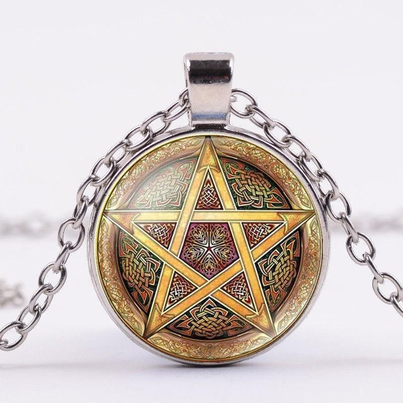 Collar con colgante cabujon estrella pentagonal