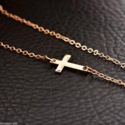 Collar bañado en oro con cruz